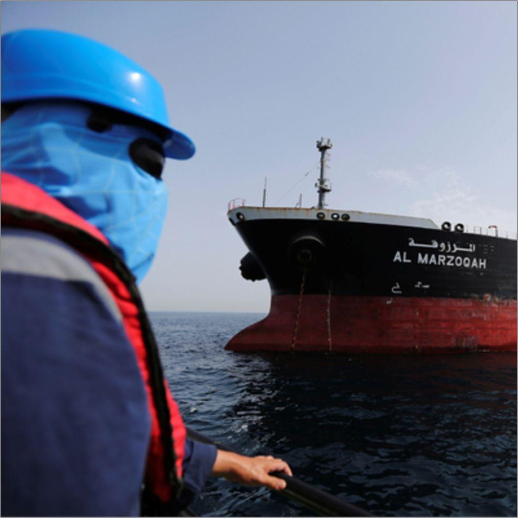 В Оманском заливе атакованы два танкера
